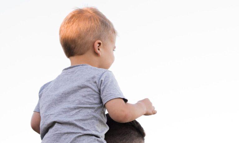 tato z synem na baranach