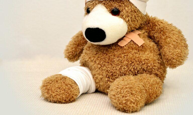 miś w bandażach