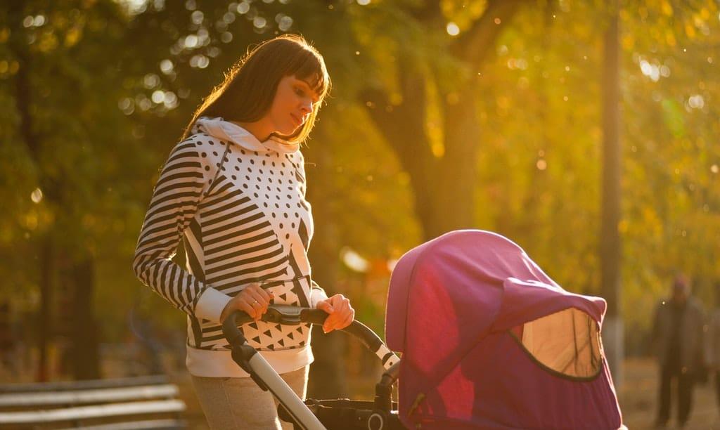 mama z wózkiem