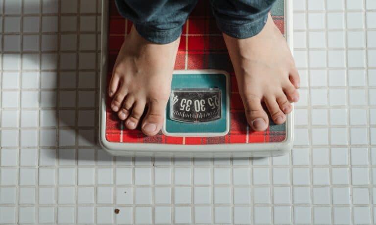 stopy na wadze