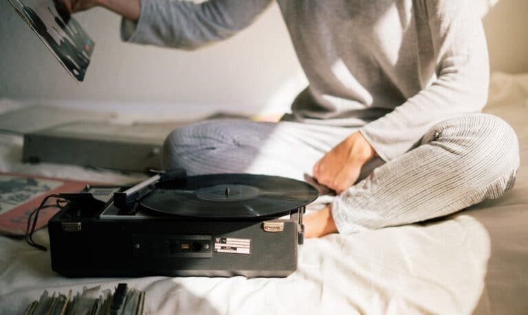 kobieta gramofon