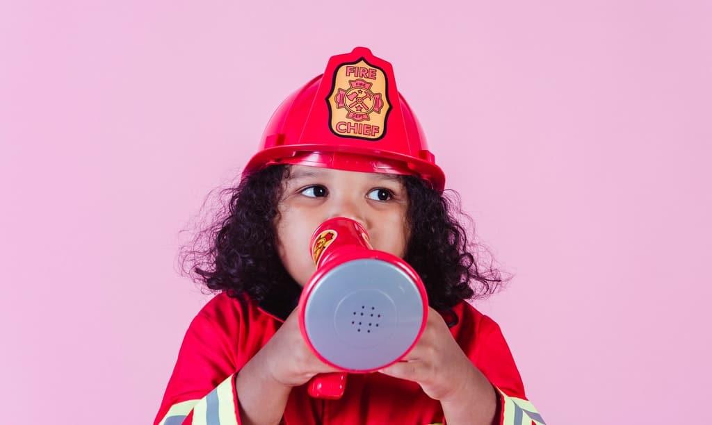 dziecko z megafonem